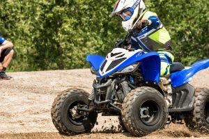 2019-Yamaha-YFM90-EU-Racing_Blue-Action-004-03