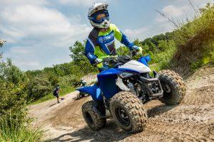 2019-Yamaha-YFZ50-EU-Racing_Blue-Action-002-03