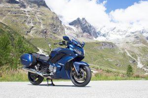 2020-Yamaha-FJR1300AE-EU-Phantom_Blue-Static-001-03