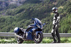 2020-Yamaha-FJR1300AS-EU-Phantom_Blue-Static-002-03
