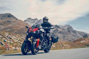 2020-Yamaha-LMWTRDX-EU-Tech_Black-Action-001-03
