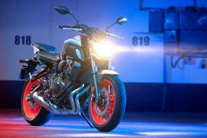 2020-Yamaha-MT07-EU-Ice_Fluo_-Static-004-03
