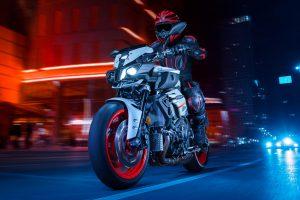 2020-Yamaha-MT10-EU-Ice_Fluo-Action-003-03
