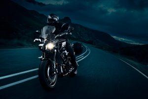 2020-Yamaha-MT10TE-EU-Tech_Black-Action-001-03