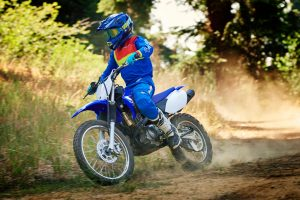 2020-Yamaha-TTR125LWE-EU-Racing_Blue-Action-001-03