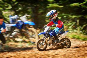 2020-Yamaha-TTR50-EU-Racing_Blue-Action-004-03