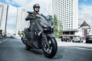 2020-Yamaha-XMAX300-EU-Sonic_Grey-Action-001-03