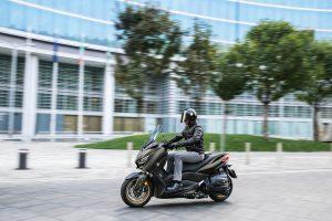 2020-Yamaha-XMAX400ASP-EU-Tech_Kamo-Action-002-03