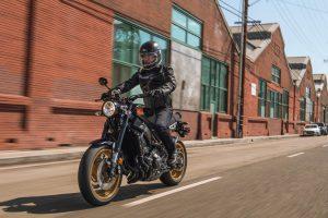 2020-Yamaha-XS850-EU-80_Black-Action-002-03