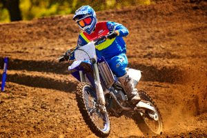 2020-Yamaha-YZ125LC-EU-Racing_Blue-Action-001-03