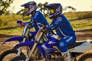 2020-Yamaha-YZ250F-EU-Racing_Blue-Static-002-03