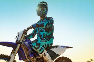 2020-Yamaha-YZ250LC-EU-Racing_Blue-Static-002-03