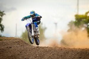2020-Yamaha-YZ450F-EU-Racing_Blue-Action-024-03