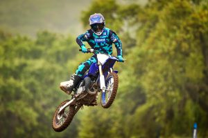 2020-Yamaha-YZ85LW-EU-Racing_Blue-Action-006-03