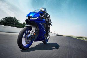 2020-Yamaha-YZF-R125-EU-Icon_Blue-Action-002-03