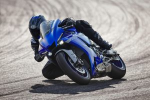 2020-Yamaha-YZF1000R1-EU-Icon_Blue-Action-003-03